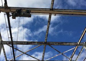 Eastman Kohtla Järve metallkonstruktsiooni värvimine 1 300x214 Fassaadi puhastus ja hooldus kõrgustes