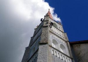 Türi kiriku remont4 300x214 Fassaadi puhastus ja hooldus kõrgustes