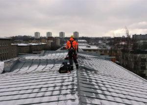 Gonsiori 24 lumekoristus 1 300x214 Lume ja jää eemaldamine katuselt