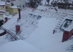 Lai 32 lumepuhastus 3 300x214 Lume ja jää eemaldamine katuselt