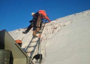 Pikk 2 lume eemaldus 3 300x214 Lume ja jää eemaldamine katuselt