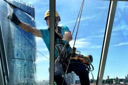 Aknapesu alpinistlikul meetodil